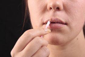 Лікуємо герпес на губах за допомогою народної медицини