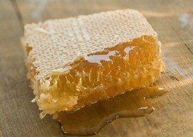 нагадує за своїм виглядом свіже отриманий мед