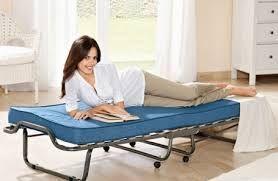 Розкладачка з ортопедичним матрацом - чим зручна і корисна?