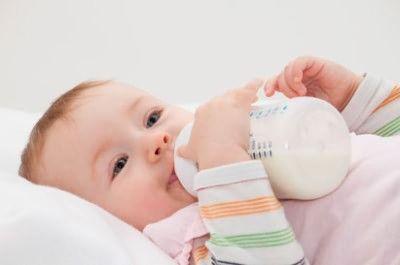 У дитини алергія на молоко чим годувати
