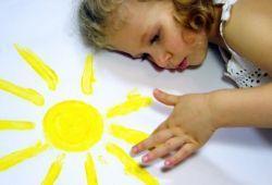 У дитини алергія на сонце що робити